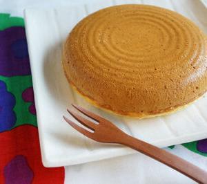 50代女子のおやつ 炊飯器で作るほったらかし蒸しパン風ケーキの出来立て熱々