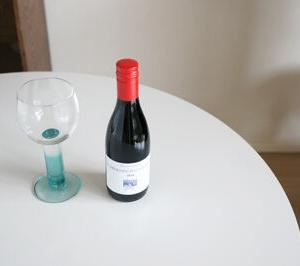 楽天で買ったうなぎの蒲焼と赤ワイン…飲みきりサイズのワインっていいな