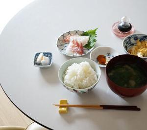 50代女子孤独のランチ ちまちまと小皿を並べて悦に入る