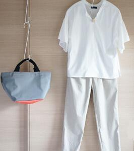 50代マスクコーデその2 夏の名残の白っぽい服とSOU・SOUのマスク