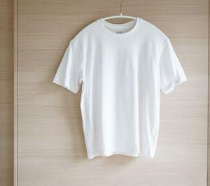 今日の断捨離 数年前に買ったユニクロのTシャツ