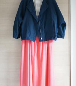 春夏っぽいスカートを秋っぽく…50代コーデ