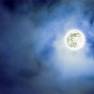 「雲が空を覆っていなければ、月が見えるのに」はイタリア語でどう言うの?