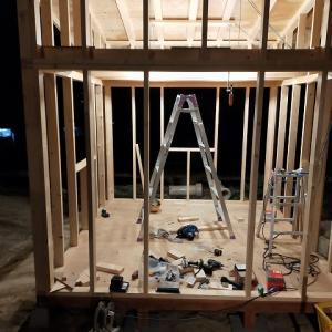 小屋づくり 屋根と壁材設置まで。