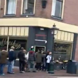 外出禁止令が発動される前にオランダ人が列をなしてまで購入するものwww