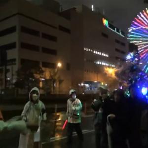 【横浜】「自粛しねぇーぞ♪」 神輿を担いでコロナ自粛反対デモをする人々