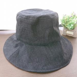 夏の帽子だけど、厚くて暑いか