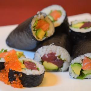 娘手作りの海鮮巻き寿司
