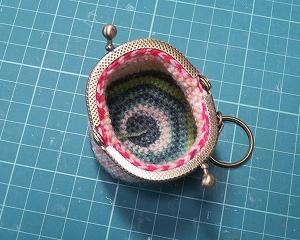 ちびがまくち、同じ糸で色比べ