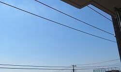 部屋から見えた飛行機雲