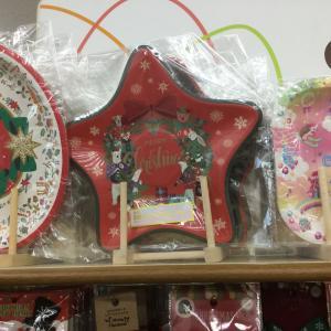 セリアのクリスマスに使える紙皿や紙コップやピックやケーキの型などを写真付きで紹介!