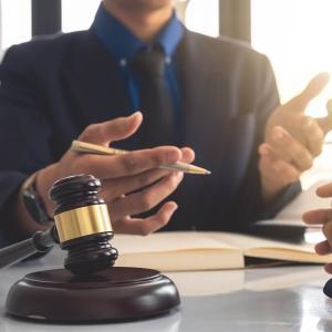 中小企業診断士と弁護士のダブルライセンスのメリット!試験の難易度や勉強時間で比較!