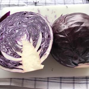 ドイツ料理の定番、紫キャベツの煮物(蒸し煮)を作る