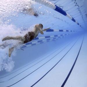 コロナ禍で泳げる子供が減ったって
