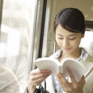 私が電車の中で本とスマホを往復しているわけ