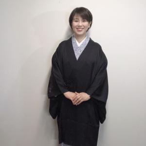 最近買った、絵羽コートの着姿です!私は羽織ものは絵羽が大好きなんです!