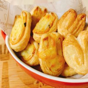 【簡単お菓子】源氏パイを再現☆5分でできるハートの一口パイ