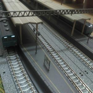 山手線205系と京浜東北線103系の並走…