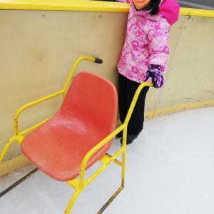 スケートに初めて行った小1の娘。