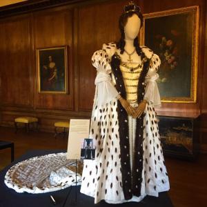 クイーンアンの衣装とティータイム