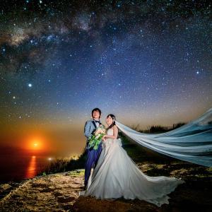 インド洋に沈む月と天の川銀河の中心 | 赤道義を使った星空ウェディングフォト