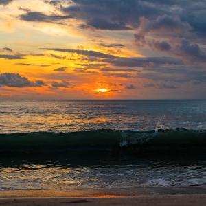 本日のジンバランビーチのサンセットとニンニキニキニキ