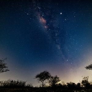 ポータブル赤道義使用で撮るバリ島の天の川【ポラリエ/新星景写真】