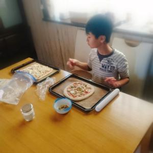 息子と★おうちピザ作り