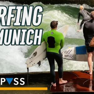激流の運河でサーフィンを楽しむ人たちが楽しそう!!