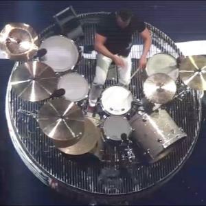 ライブのドラム・ソロの演奏が派手すぎて凄まじい!!