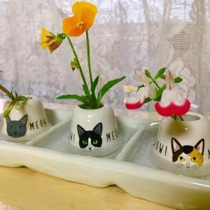 ネコとお花と歯ブラシ立て