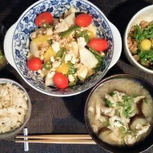 鶏挽き肉、厚揚げ、長芋の塩こうじ炒め