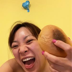 「全裸で塩パン食ってるわ」ってさすがね(笑)