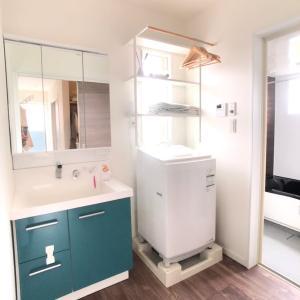 洗濯機上のスペースを活用♪ラックで収納できる洗面所へ!
