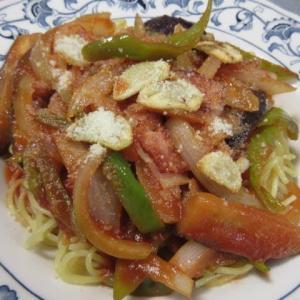 お昼 トマトソースパスタ 夜 丼ぶり