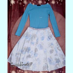 木曜OLコーデ☆お気に入り花柄スカート