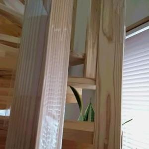 傷防止テープ・・・螺旋階段を守るために(;。;)