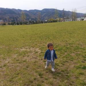 疲れたりして歩いてくれないお子さんがニコニコで歩きだしてくれる方法