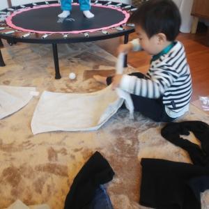 2歳児の洗たく畳み