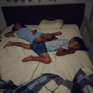 寝ながら見るテレビとは!?子供達の素敵な羽♡