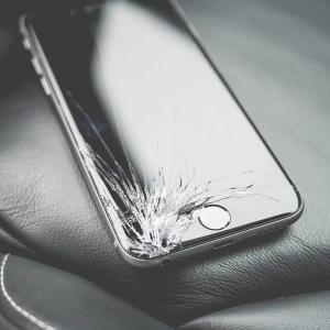 スマートフォンの保険(Apple Care+の代替)について考える