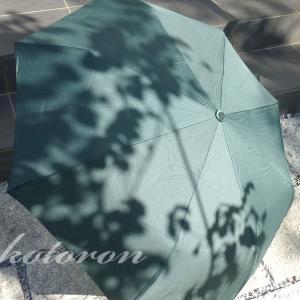木目調のワンタッチ折りたたみ傘は高級感あり!