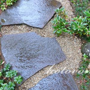 庭のジャリに入り込んだ、土や枯れ葉を除去する方法