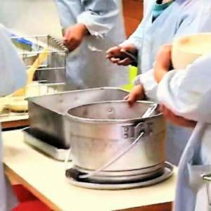 コロナ対策中の学校給食・・・海外から見たらびっくりだらけの日本の学校生活!