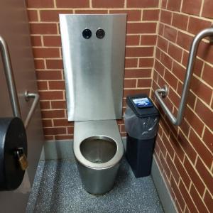 オーストラリアの公衆トイレ事情 ~ドア、鍵、便座、トイレットペーパー、ゴミ箱、ハイテクトイレ?!~