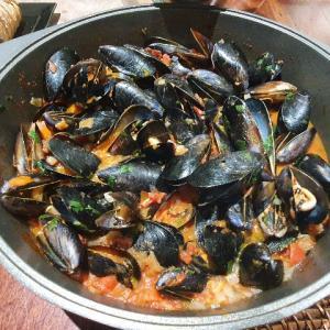【レシピ】パースの名物料理『Chilli mussels / チリマッスル』~ムール貝のトマト煮~