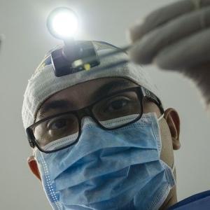 【旦那氏談❶】歯医者が大嫌いな旦那氏 ~ブッチャー歯科医と義足の歯科医~