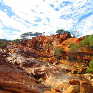 今月の旅記事 『世界最大の岩はエアーズロックではなく、マウントオーガスタス!』