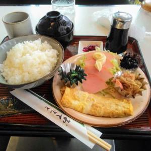 ナポリで和食な朝飯を食う愉快なおっさん