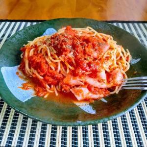 休日にスパゲッティを茹でる愉快なおっさん